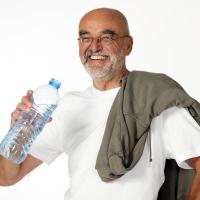 Bestager trinkt Wasser