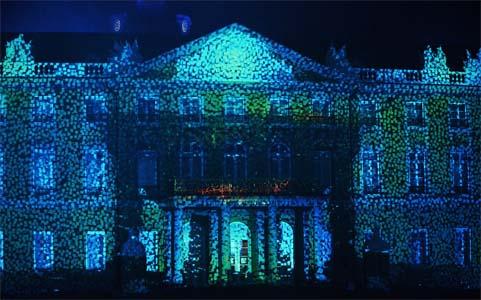 Illumination des Schlosses in Karlsruhe bei den Schlosslichtspielen